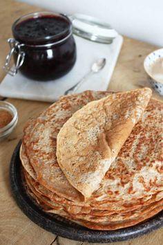 Klassiske pandekager, som Rasmus Klumps mor Marylaver dem. Denne opskrift har dog lidt mindre sukker og er lavet med fuldkorns mel, men jeg er sikker på at hun ville godkende dem alligevel. Når Ra...
