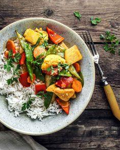 Yogurt Chicken, Curry, Cobb Salad, Favorite Recipes, Vegetables, Cooking, Food, Clean Foods, Food Food