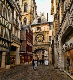 He de pasar por debajo de este reloj en Rouen, Francia