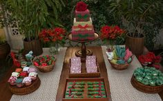 Uma opção de tema neutro, para todas as idades, é o jardim verde e vermelho (as cores podem ser trocadas, claro). De Ateliê de Criação. Foto: Divulgação