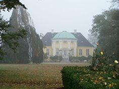 Frydenlund Slot, tidligere kongeligt landsted i Trørød nord for København.