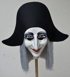 Eine der klassischen Basler Fasnachtsfiguren: der Harlekin. Hier eine Harlekin Larve mit silbernem Haar. Basel, Halloween Face Makeup, Europe, Atelier, Carnivals, Figurine, Rings, Draw, Art