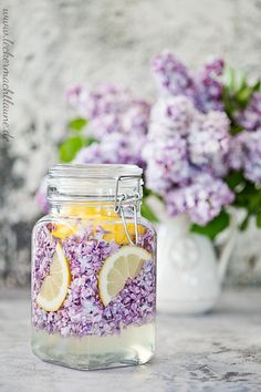 Lilac syrup {spring is here} No Egg Desserts, Easy Easter Desserts, Healthy Dessert Recipes, Sangria, Easter Cheesecake, Easter Bunny Cake, Wild Garlic, Baking With Kids, Morning Food