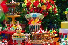 Apaixonada por esta Festa Parque de Diversões!!Imagens Priscilla Pandolfo.Lindas ideias e muita inspiração.Bjs, Fabíola Teles.Mais ideias lindas: Priscilla Pandolfo.Facebook: Priscilla Pandolfo...
