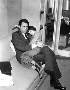 """Gregory Peck and Mary Badham behind the scenes of""""To Kill a Mockingbird"""" (1962)"""