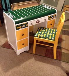 Green Bay packers desk. I can paint more any teams! Thank you!