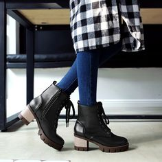 Lace Up Motorcycle Boots Medium Square Heel 1021