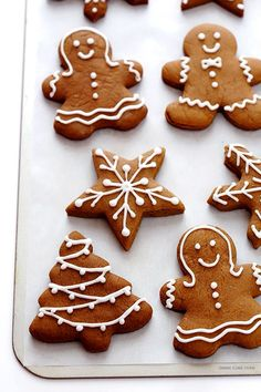 Prepare the Classic Gingerbread Cookies for this Christmas .- These classic Christmas cookies are very easy to make, delicious and perfect for decorating as a family! Holiday Cookies, Holiday Treats, Christmas Treats, Holiday Recipes, Christmas Holiday, Italian Christmas, Christmas Countdown, Christmas Recipes, Ginger Bread Cookies Recipe