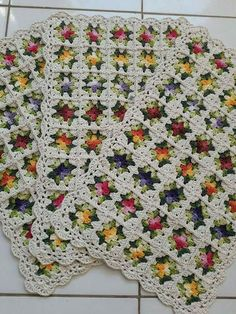 Granny square with interesting color combination crochet grannysquare grannythrow blanket afghan – ArtofitWould Make A Beautiful Afghan Crochet Cushions, Crochet Quilt, Crochet Blocks, Afghan Crochet Patterns, Crochet Squares, Crochet Home, Crochet Granny, Crochet Motif, Crochet Designs