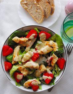 sałatka z truskawkami, kurczakiem i gorgonzolą  #salatki #obiad #truskawki #gorgonzola
