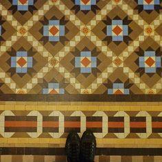 Another vintage floor in the corridors of Praktik Rambla Hotel in Barcelona! Photo taken by @tileaddiction #tileaddiction