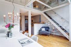 un étage avec sol en verre pour garder l'esprit loft et la lumière