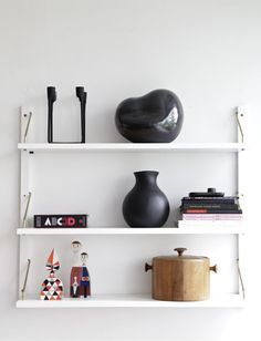 Nice shelves - anyone know what they are?
