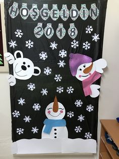 Wall decoration school art projects Ideas for 2019 Diy Christmas Door Decorations, Christmas Door Decorating Contest, Christmas Classroom Door, School Door Decorations, Preschool Projects, School Art Projects, Christmas Photo Booth Props, Christian Crafts, Art N Craft