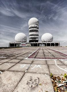 Teufelsberg, Berlin, Germany: Abandoned Cold War Listening Station Built on an Artificial Hill Abandoned Buildings, Abandoned Places, Berlin Spandau, Nsa Spying, Listening Station, Desert Places, Berlin Travel, Haunted Places, Berlin Germany