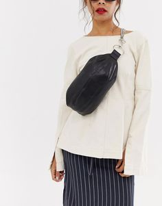 Browse online for the newest ASOS DESIGN sling bag with chain detail styles. Shop easier with ASOS' multiple payments and return options (Ts&Cs apply). Rains Backpack, Round Bag, Beaded Bags, Shopper Tote, Purses And Bags, Women's Bags, Fashion Online, Asos, Black Leather