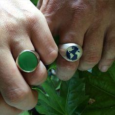 Anello Argento925 planisfero smalto blu notte. Anello Argento925 in vetro verde. Gioielli personalizzati  Mama Schwaz