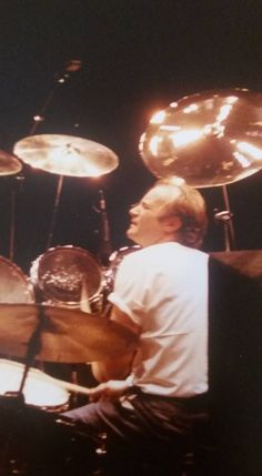 Drummerworld: Phil Collins | Music in 2019 | Phil collins