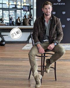 '𝓈 𝓅ℴ𝓈𝓉 ♡ - damn, he is looking so handsome. Chris Hemsworth Kids, Hemsworth Brothers, Ropa Semi Formal, Chris Evans Captain America, Men Style Tips, Hot Boys, Leather Men, Beautiful Men, Sexy Men
