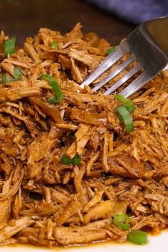 Shredded crock pot pork shoulder served on a white plate Bbq Pork Shoulder, Boneless Pork Shoulder Roast, Pork Shoulder Recipes, Bbq Pulled Pork Recipe, Making Pulled Pork, Crock Pot Pulled Pork, Pork Leg Roast, Pork Recipes, Easy Recipes