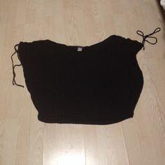 Cute Black Top Shoulders cinch and tie. Can be worn on or off the shoulders. Runs big. Venus Tops