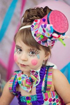 Clown Schminke Frau-O carnaval está chegando e vou começar a postar algumas op. Candy Girls, Clown Party, Circus Costume, Circus Clown, Cute Clown Costume, Circus Birthday, Circus Theme, Circus Party, Circus Wedding
