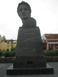 Estatua en homenaje al libertador Simón Bolívar, quien residió en el distrito de Pueblo Libre por un tiempo.