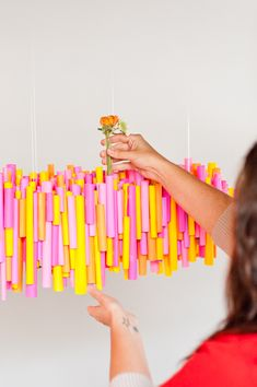5 (Budget-Friendly) DIY Ways to Colorize your Dinner Table Make this DIY hanging chandelier made of rolled up pieces of paper and wrapped test tubes for vases. Circus Decorations, Diy Party Decorations, Thanksgiving Celebration, Easter Celebration, Colorful Christmas Tree, Lounge Decor, Before Wedding, Partys, Backdrops For Parties
