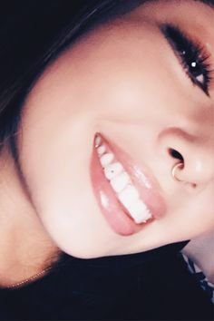 that Twinkles tooth gems are bonded to the tooth just like braces? 👉 Our model is wea Healthy, bright teeth are a Jewelry For Her, Gems Jewelry, Simple Jewelry, Cute Jewelry, Body Jewelry, Diamond Jewelry, Tooth Jewelry, Jewellery, Diamond Teeth