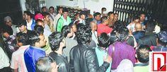 बुधवार,१६ असोज २०७० ललितपुर सानेपा नेपाली काँग्रेसको केन्द्रिय कार्यालयमा मंगलबार संविधानसभाको निर्वाचनमा आफ्नो पक्षको नेतालाई टिकट दिलाउन दवाव दिन आएका कार्यकर्ताहरु । तस्वीर:अशोक दुलाल