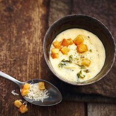 Käsesuppe mit Wirsingstreifen Rezept | Küchengötter
