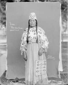 Jane We-Nap-Snoot - Umatilla - circa 1901 Native American Images, Native American Clothing, Native American Regalia, Native American History, Native Beading Patterns, Oregon, Indian Tribes, Old Photos, Native Americans