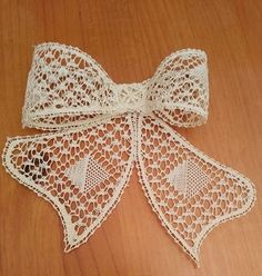 bow Lacemaking, Bobbin Lace, Lace Trim, Tatting, Free Pattern, Bows, Shapes, Bride, How To Make