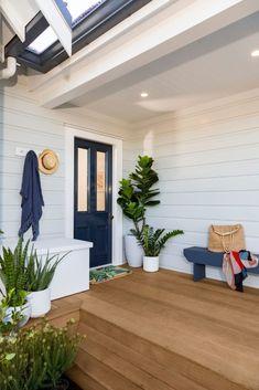House Exterior Color Schemes, White Exterior Houses, Exterior Paint Colors For House, White Exterior Paint, Dream House Exterior, Exterior Colors, House Cladding, Facade House, Deck Colors