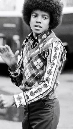 125 pre-surgery era Michael Jackson and Jackson 5 pictures Young Michael Jackson, Michael Love, The Jackson Five, Jackson Family, Childhood Photos, The Jacksons, King Of Music, Motown, Celebs