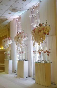 Floral Centerpieces, Wedding Centerpieces, Hotel Flower Arrangements, Red Wedding, Wedding Flowers, Hotel Flowers, Wedding Rentals, Indoor Wedding, Wedding Reception Decorations