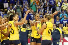 Volleyball: Brazilian players vibrate with the victory over the Russian. Saturday, August 3, 2013. Grand Prix, Campinas, São Paulo, Brazil.  / Alexandre Arruda/CBV