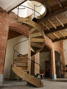 Houtambacht trappen en maatwerk - Eiken spiltrap - Hoog ■ Exclusieve woon- en tuin inspiratie. Stairway To Heaven, Spiral Staircase, House 2, Stairways, Sweet Home, New Homes, Loft, House Design, Interior Design