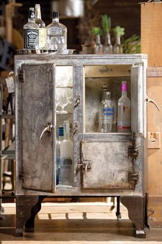 Minibar made from early 1900s iceboxes #home #decor