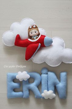 Baby room decor - not the colour for Braith's room. but I love the wording with the clouds on! Baby Crafts, Felt Crafts, Diy And Crafts, Felt Mobile, Baby Mobile, Craft Projects, Sewing Projects, Felt Name, Diy Bebe