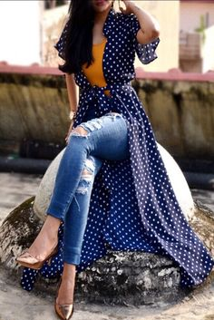 Rs 1499 Buy this Navy Blue Georgette Printed Long Shrug by Colorauction from ww Tesettür Tunik Modelleri 2020 Western Dresses, Indian Dresses, Indian Outfits, Kurti Designs Party Wear, Kurta Designs, Shrug For Dresses, The Dress, Classy Outfits, Trendy Outfits