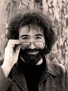 Goodbye Captain Trips – Death of Jerry Garcia – August 9, 1995 – Past Daily – Click on the link here for Audio Player: News bulletins and reports for August 9, 1995 - Gordon Skene Sound Collection On top of being a busy news day, this August 9th in 1995, it was also a sad one. News of the death of Grateful Dead founder and leader Jerry Garcia put a leaden foot on... #americana