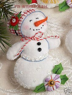 Bucilla Let It Snowman ~  6 piece Felt Christmas Ornament Kit #86186 Frosty Lady