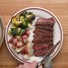 French Pepper Steak Treat Yourself (And Bae) To One Of These Seven Steak Dinners Steak Au Poivre, Au Poivre Sauce, Steak Recipes, Cooking Recipes, Healthy Recipes, Game Recipes, Healthy Food, Tasty Videos, Food Videos