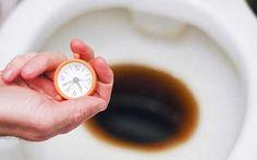 Maak je toilet weer sprankelend schoon door er cola in te gieten. Laat het een uur staan en spoel dan door. De chemische superwerking van cola is niet goed voor je tanden, maar uitstekend voor je toilet.