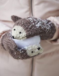 DIY Knit Hedgehog Mittens A free knitting pattern by Andie. (Mingky Tinky Tiger + the Biddle Diddle Dee) Crochet Baby Mittens, Crochet Mittens Pattern, Knit Mittens, Knitted Gloves, Knitting Patterns Free, Knit Crochet, Crochet Patterns, Free Pattern, Crochet Gifts