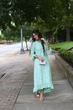 Modest bridesmaid dresses, ruffles, lace, and modest apparel. Modest Skirts, Modest Outfits, Classy Outfits, Modest Fashion, Pretty Outfits, Vintage Outfits, Fashion Dresses, Apostolic Fashion, Mint Bridesmaid Dresses
