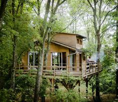 A Fab Family Treehouse in France / 355 sq ft / http://www.ikeafamilylivemagazine.com/gb/en/article/38009