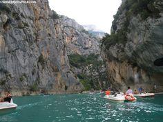Verdon Schlucht in der Provence: Der Gorges du Verdon ist ein absolutes Provence Highlight. Hier Bootstour in der Schlucht