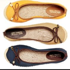 Michael Kors flats/ it doesn't look nice on 👎 Most Comfortable Shoes, Comfy Shoes, Loafer Flats, Espadrilles, Loafers, Michael Kors Flats, Devil Wears Prada, Hot Shoes, Pretty Outfits